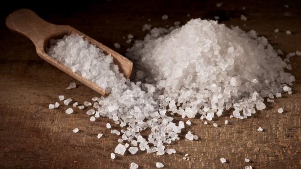 Le sel est nécessaire au bon fonctionnement du corps mais une consommation excessive présente de sérieux risques pour la santé